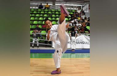 'Majo' Bonilla, durante la jornada del campeonato departamental de karate.