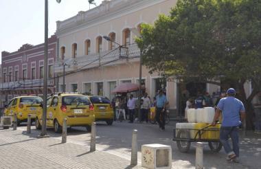 Por el centro de Sincelejo la venta de agua para los locales y algunas viviendas de la zonaes una constante