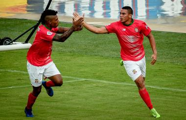 Stiwart Acuña celebrando su gol ante Leones.