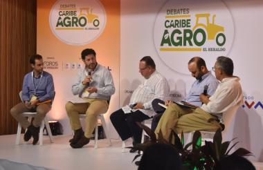 Ricardo Jaramillo, Javier Pérez, Juan Pinto, Alejandro Galante y Enrique Herrera, en el primer panel del evento realizado en el hotel Country International.