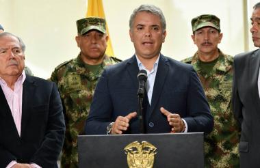 El jefe de Estado acompañado por mindefensa, el fiscal (e) y la cúpula militar.