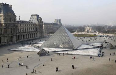 La icónica pirámide tuvo que ser remodelada debido a la cantidad de visitantes que la frecuentan.
