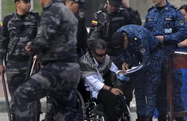 El exlíder guerrillero, 'Jesús Santrich', tras su recaptura al salir de la cárcel La Picota, de Bogotá.