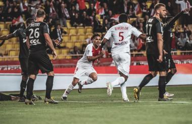 Radamel Falcao anota con el Mónaco.