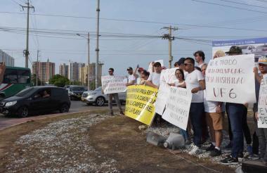 Los manifestantes estuvieron en la rotonda durante una hora y media.