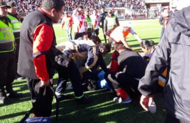 El árbitro Víctor Hugo Hurtado, de 32 años, falleció este domingo minutos después de sufrir un desmayo.