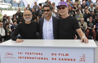 El periodista argentino Daniel Arcucci, el director británico Asif Kapadia y el exentrenador físico de Maradona Fernando Signorini.