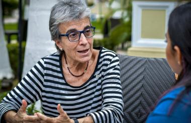 La psicóloga española Anna Freixas ha publicado cinco libros, la mayoría de ellos enfocados en feminismo y calidad de vida en mujeres de la tercera edad.