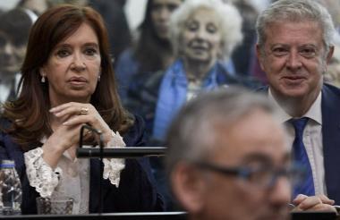 Cristina Fernández de Kirchner junto a su abogado Carlos Beraldi.