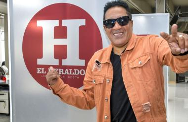 Kinito Méndez, de 56 años, durante su visita a la sala de redacción de EL HERALDO.