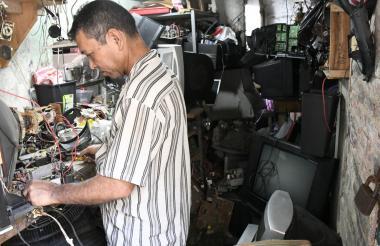 Alfonso Mendoza trabaja a pocos metros de 'Copete' desde hace 28 años.