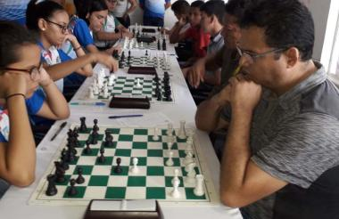 Varias partidas de ajedrez en la Liga Quintal 2019.