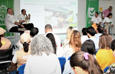Ricardo Restrepo, gerente de Transmetro y Fernando Isaza, secretario de Tránsito durante la rendición de cuentas en el Museo del Caribe.