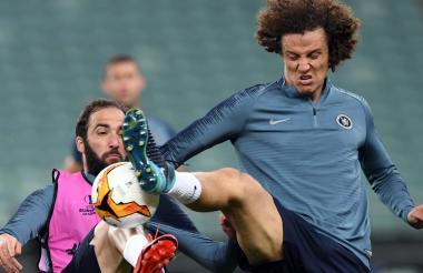Higuain y David Luiz.