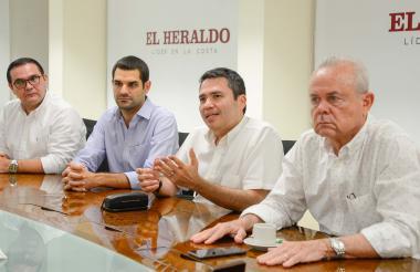 Héctor Carbonell, director de CCI Norte; Efraín Cepeda, presidente de CEO Atlántico; Miguel Acosta, gerente de la Concesión Costera, y Ricardo Plata, presidente de Intergremial, durante su visita a EL HERALDO.