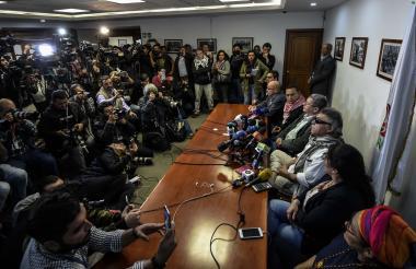 Durante la rueda de prensa del partido Farc.