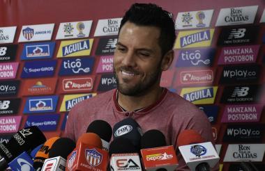El uruguayo Sebastián Viera cuando atendía ayer a los medios de comunicación en la sede del club.