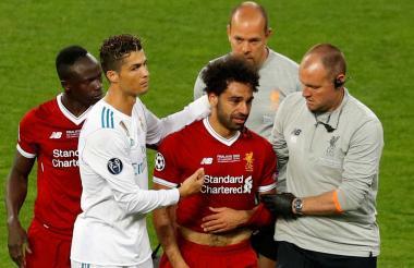 Salah saliendo lesionado.