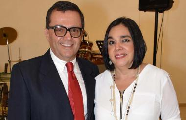 El cónsul honorario Furio Ricciardiello junto a su esposa, María Elena de Ricciardiello, quienes encabezan la organización del evento.