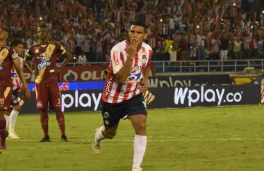 Luis Narváez conformará la zona medular junto a Víctor Cantillo y James Sánchez.