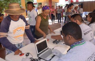 Ciudadanos en Maicao  en un puesto de biometría de las  pasadas elecciones.