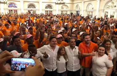 Herrera con sus candidatos.