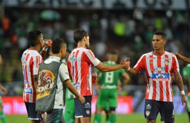 Sebastián Hernández celebrando con Sánchez.