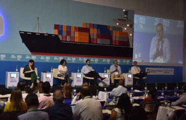 De izquierda a derecha Catalina Chamorro, directora Consejo gremial Nacional, Ingrid Díaz, Juan Robledo, Diego Rojas y Luis Fuentes.