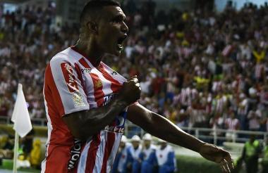 Luis Narváez celebrando el quinto de sus seis goles en la Liga. Se lo marcó al Deportivo Cali en el Metro. Lo celebró con gran emoción.