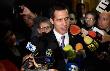 Juan Guaidó habla durante una conferencia de prensa antes de una sesión de la Asamblea Nacional.