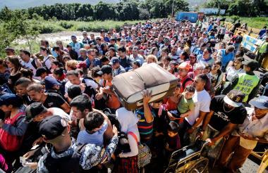 Miles de ciudadanos se volcaron al paso fronterizo con Cúcuta.