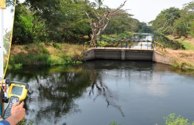 En Cartagena, en 1995 se estipularon entre el Distrito y Acuacar las condiciones para el proceso de escogencia del socio operador para la gestión del servicio público, proceso en el cual fue elegida Aguas de Barcelona.