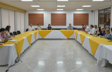 Vista del encuentro con grupos focales de la ciudad, que se celebró este lunes en el edificio del Banrepública.