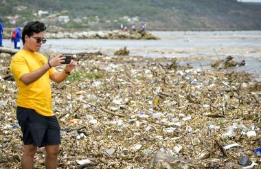 Unas 13.000.000 de toneladas de plástico llegan al mar cada año, advierte la ONU, a propósito de la celebración del Día Mundial de los Océanos el 8 de junio.