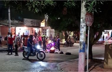 Los residentes de Las Palmas bloquearon la vía.