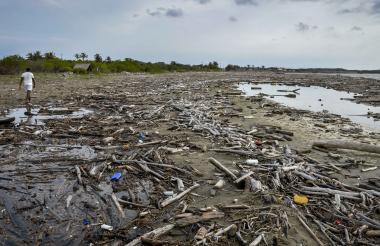 Vista de las contaminadas playas de Juan de Acosta.