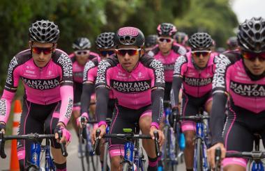 Ciclista del Team Manzana Postobón.