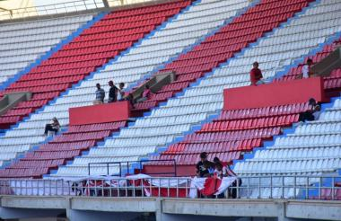 Poco a poco empezaron a llegar los hinchas al estadio Metropolitano.