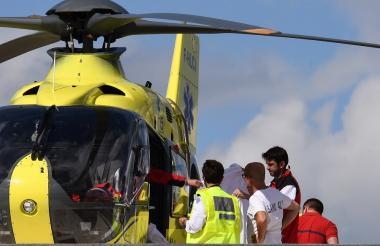 El momento en que Chris Froome es trasladado al hospital Universitario de Saint-Etienne.