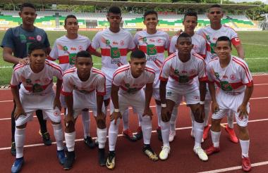 Los jugadores atlanticenses celebran el título del Campeonato Prejuvenil.