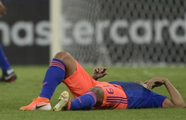 Luis Fernando Muriel quedó tendido en el gramado tras sufrir la lesión.