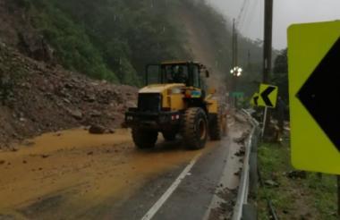 Trabajos de remoción de escombros en el kilómetro 58.