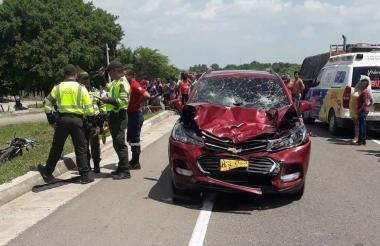 Estado en el que quedó el vehículo luego de impactar contra los motorizados.