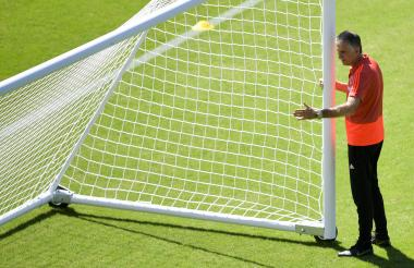 El entrenador portugués Carlos Queiroz durante el entrenamiento de ayer de la Selección Colombia.