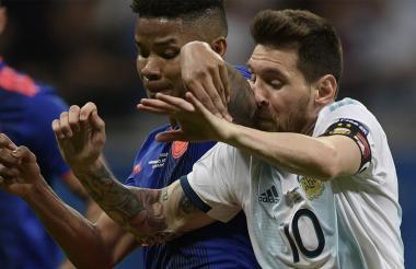 Barrios protagonizó una marca férrea a Messi.