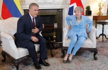 El presidente de Colombia, Iván Duque, con la primera ministra de Gran Bretaña, Theresa May.