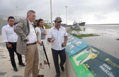 Donald Webster, durante su reciente visita a Barranquilla, estuvo en el Gran Malecón del Río.