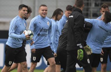 El plantel uruguayo en el entrenamiento previo al juego.