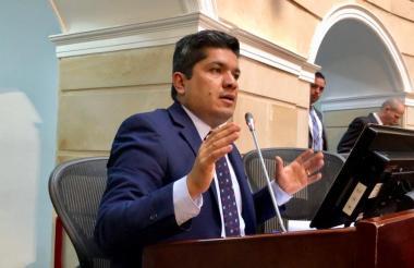 El senador Carlos Guevara, del Mira, autor.