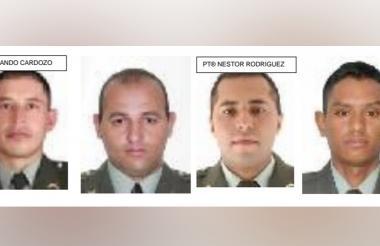Los cuatro uniformados capturados.